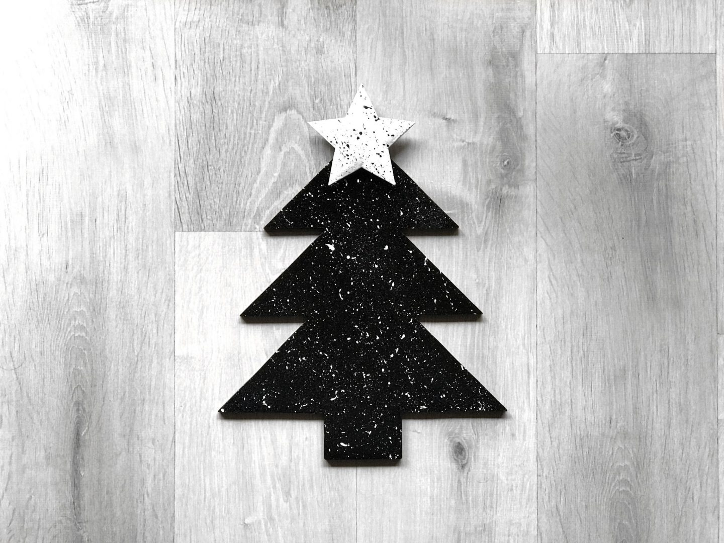 DIY Minimal Christmas Tree